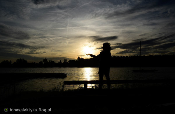 https://s26.flog.pl/media/foto_middle/12883413_take-the-light.jpg